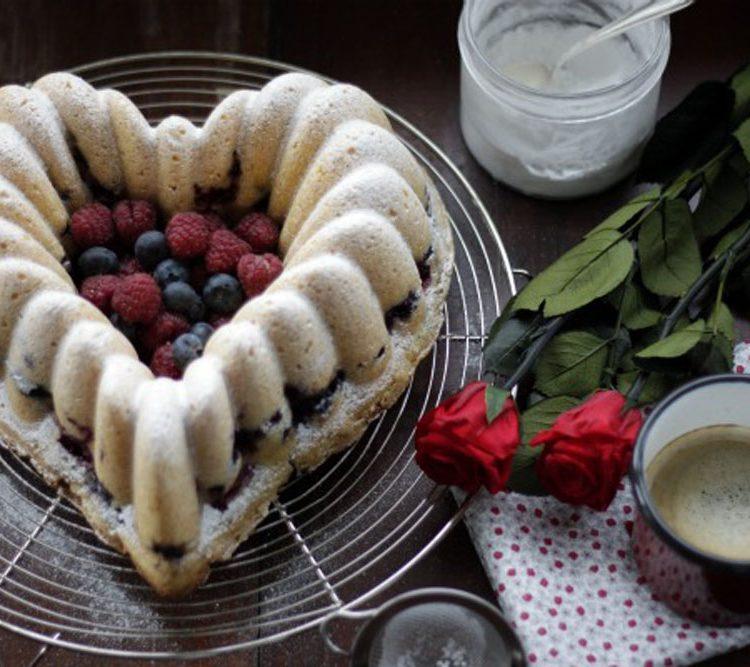 """""""SAN VALENTíN"""" BUNDT CAKE……. DE FRUTOS ROJOS"""