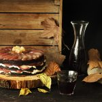 GINGERBREAD GUINNESS LAYER CAKE DE PERAS ESCALFADAS AL VINO
