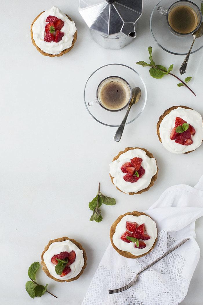 pasteles de frutas y nata