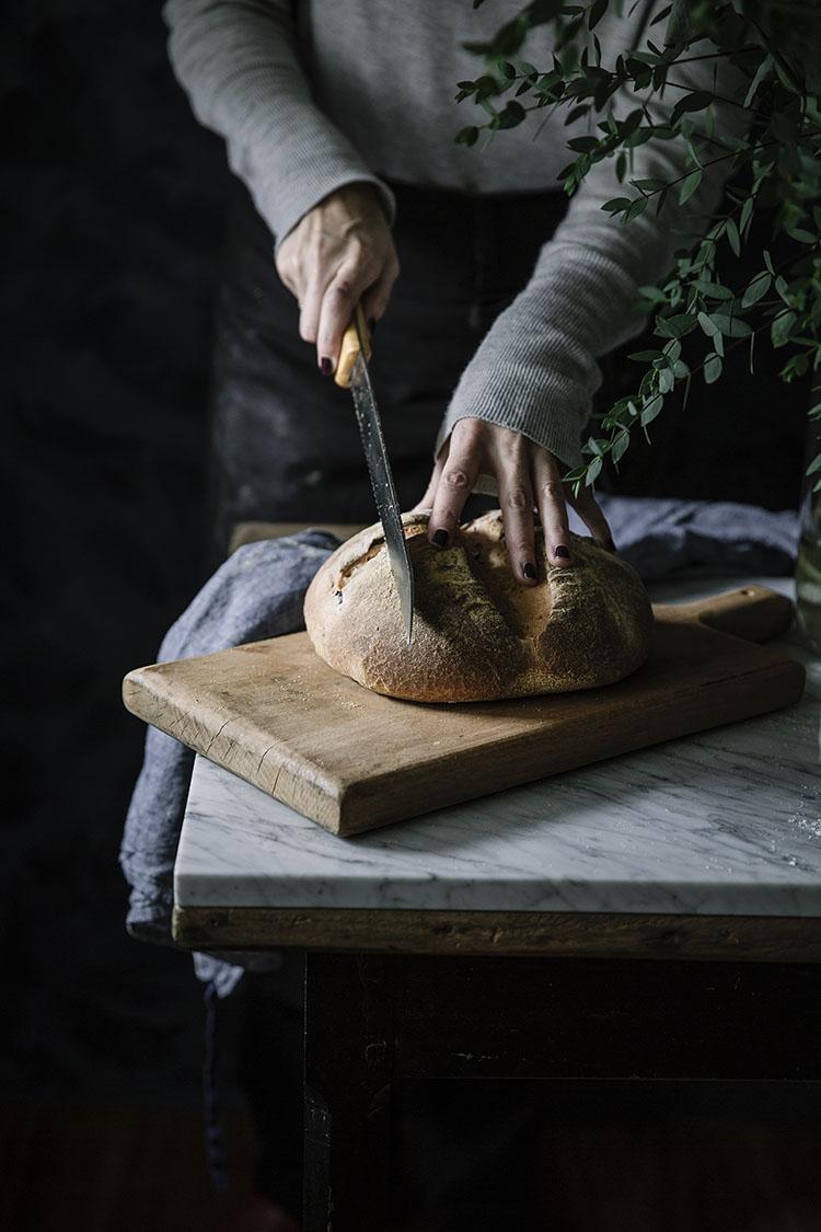 Pan casero de aceitunas negras